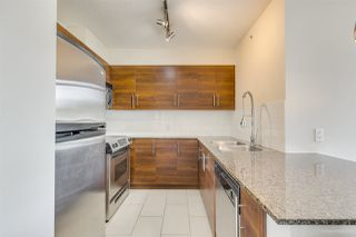 """Photo 2: 702 833 AGNES Street in New Westminster: Downtown NW Condo for sale in """"THE NEWS"""" : MLS®# R2482386"""