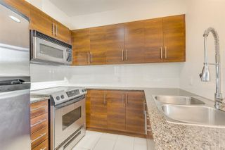 """Photo 4: 702 833 AGNES Street in New Westminster: Downtown NW Condo for sale in """"THE NEWS"""" : MLS®# R2482386"""