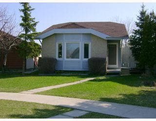 Photo 1: 142 CHARTER Drive in WINNIPEG: Maples / Tyndall Park Residential for sale (North West Winnipeg)  : MLS®# 2808212