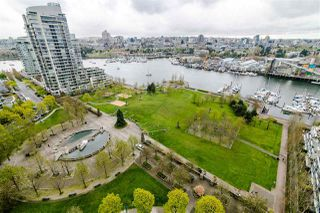 """Photo 4: 806 583 BEACH Crescent in Vancouver: Yaletown Condo for sale in """"TWO PARK WEST"""" (Vancouver West)  : MLS®# R2428394"""