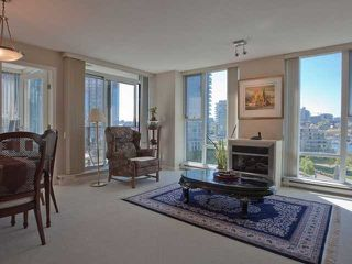 "Photo 4: 806 583 BEACH Crescent in Vancouver: Yaletown Condo for sale in ""TWO PARK WEST"" (Vancouver West)  : MLS®# R2428394"
