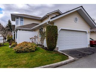 "Photo 2: 51 8737 212 Street in Langley: Walnut Grove Townhouse for sale in ""Chartwell Green"" : MLS®# R2448561"