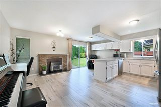 Photo 8: 15115 19A Avenue in Surrey: Sunnyside Park Surrey House for sale (South Surrey White Rock)  : MLS®# R2473595