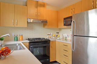 """Photo 5: 309 500 KLAHANIE Drive in Port Moody: Port Moody Centre Condo for sale in """"THE TIDES"""" : MLS®# R2521595"""