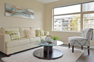 """Photo 3: 309 500 KLAHANIE Drive in Port Moody: Port Moody Centre Condo for sale in """"THE TIDES"""" : MLS®# R2521595"""