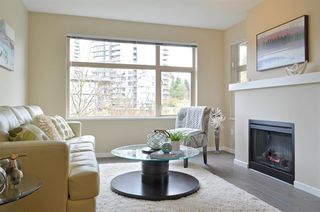"""Photo 2: 309 500 KLAHANIE Drive in Port Moody: Port Moody Centre Condo for sale in """"THE TIDES"""" : MLS®# R2521595"""