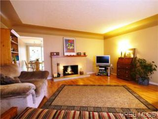 Photo 2: 3810 Merriman Dr in VICTORIA: SE Cedar Hill Single Family Detached for sale (Saanich East)  : MLS®# 520966