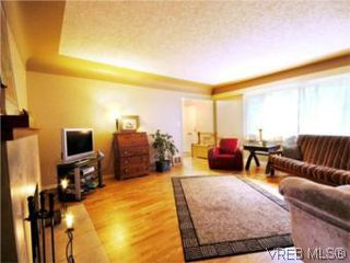 Photo 4: 3810 Merriman Dr in VICTORIA: SE Cedar Hill Single Family Detached for sale (Saanich East)  : MLS®# 520966