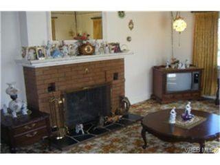 Photo 3: 1160 Hillside Avenue in VICTORIA: Vi Hillside Single Family Detached for sale (Victoria)  : MLS®# 243037