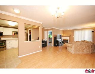 "Photo 3: 404 20189 54TH Avenue in Langley: Langley City Condo for sale in ""CATALINA GARDENS"" : MLS®# F2909266"
