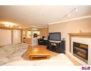 "Photo 2: 404 20189 54TH Avenue in Langley: Langley City Condo for sale in ""CATALINA GARDENS"" : MLS®# F2909266"