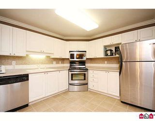 "Photo 5: 404 20189 54TH Avenue in Langley: Langley City Condo for sale in ""CATALINA GARDENS"" : MLS®# F2909266"