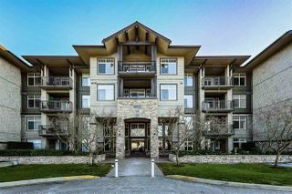 Photo 1: 304 12268 224 Street in Maple Ridge: East Central Condo for sale : MLS®# R2456870