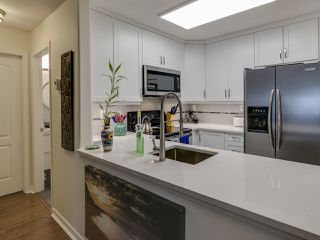 Photo 6: 404 6745 STATION HILL COURT in Burnaby: South Slope Condo for sale (Burnaby South)  : MLS®# R2445660