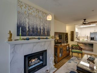 Photo 4: 404 6745 STATION HILL COURT in Burnaby: South Slope Condo for sale (Burnaby South)  : MLS®# R2445660
