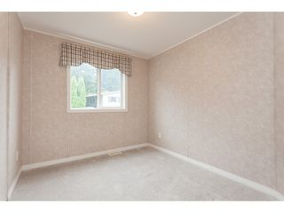 """Photo 15: 70 2270 196 Street in Langley: Brookswood Langley Manufactured Home for sale in """"Pineridge Park"""" : MLS®# R2398738"""
