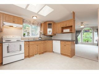 """Photo 8: 70 2270 196 Street in Langley: Brookswood Langley Manufactured Home for sale in """"Pineridge Park"""" : MLS®# R2398738"""