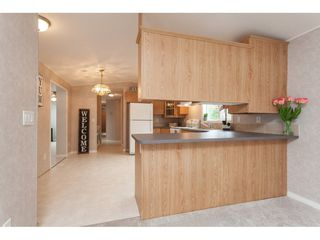 """Photo 5: 70 2270 196 Street in Langley: Brookswood Langley Manufactured Home for sale in """"Pineridge Park"""" : MLS®# R2398738"""