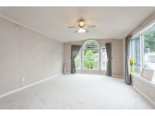 """Photo 6: 70 2270 196 Street in Langley: Brookswood Langley Manufactured Home for sale in """"Pineridge Park"""" : MLS®# R2398738"""