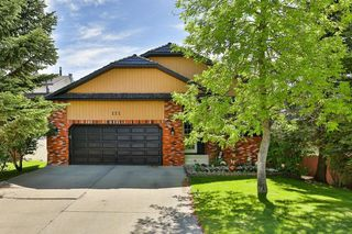 Photo 1: 111 EDFORTH Place NW in Calgary: Edgemont Detached for sale : MLS®# C4280432