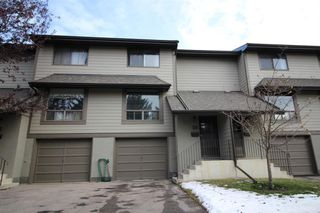 Main Photo: 26 5019 46 Avenue SW in Calgary: Glamorgan Row/Townhouse for sale : MLS®# A1045424