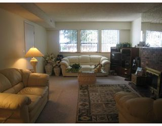 Photo 6: 5691- 5693 NEVILLE Street in Burnaby: South Slope House Duplex for sale (Burnaby South)  : MLS®# V763510