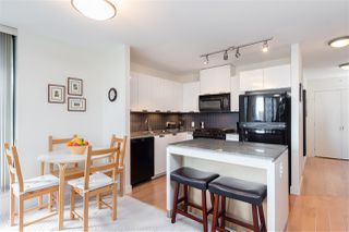 "Photo 7: 403 151 W 2ND Street in North Vancouver: Lower Lonsdale Condo for sale in ""SKY"" : MLS®# R2389638"