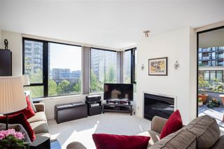 "Main Photo: 403 151 W 2ND Street in North Vancouver: Lower Lonsdale Condo for sale in ""SKY"" : MLS®# R2389638"