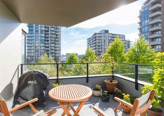 "Photo 2: 403 151 W 2ND Street in North Vancouver: Lower Lonsdale Condo for sale in ""SKY"" : MLS®# R2389638"