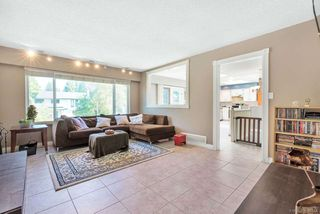 Photo 3: 3911 VICTORIA Place in Port Coquitlam: Oxford Heights House for sale : MLS®# R2396765