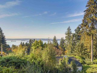 Main Photo: 2720 ROSEBERY Avenue in West Vancouver: Queens House for sale : MLS®# R2419179