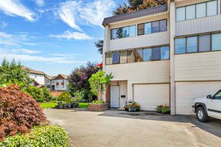"""Photo 2: 8 9446 HAZEL Street in Chilliwack: Chilliwack E Young-Yale Townhouse for sale in """"Delong Gardens"""" : MLS®# R2475378"""