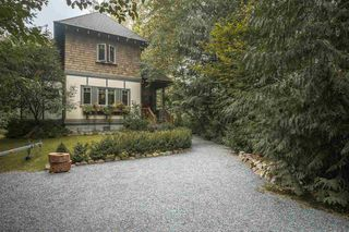 Main Photo: 41645 GOVERNMENT Road in Squamish: Brackendale House for sale : MLS®# R2515345