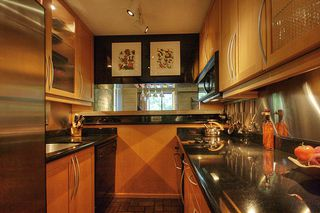 "Photo 2: 209 2125 W 2ND Avenue in Vancouver: Kitsilano Condo for sale in ""SUNNY LODGE"" (Vancouver West)  : MLS®# V840578"