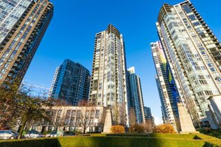 "Main Photo: 3302 1495 RICHARDS Street in Vancouver: Yaletown Condo for sale in ""AZURA 2"" (Vancouver West)  : MLS®# R2406709"