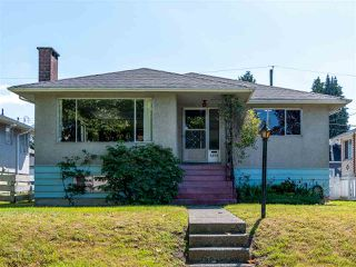 Photo 1: 6572 BUTLER Street in Vancouver: Killarney VE House for sale (Vancouver East)  : MLS®# R2471022