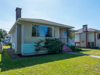 Photo 3: 6572 BUTLER Street in Vancouver: Killarney VE House for sale (Vancouver East)  : MLS®# R2471022