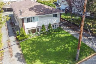Photo 3: 621 Constance Ave in Esquimalt: Es Esquimalt Quadruplex for sale : MLS®# 842594