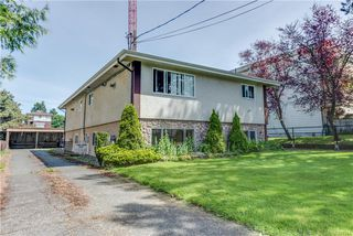 Photo 2: 621 Constance Ave in Esquimalt: Es Esquimalt Quadruplex for sale : MLS®# 842594