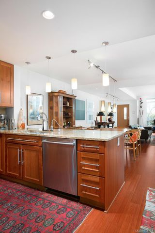 Photo 10: 3 828 Rupert Terr in Victoria: Vi Downtown Row/Townhouse for sale : MLS®# 841741