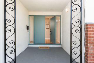 Photo 3: LA MESA House for sale : 3 bedrooms : 6731 Vigo Dr
