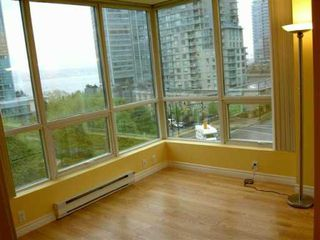 "Photo 3: 555 JERVIS Street in Vancouver: Downtown VW Condo for sale in ""HARBOURSIDE PARK"" (Vancouver West)  : MLS®# V590052"