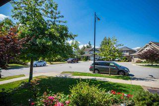 Photo 3: 10419 GLENROSE Drive in Delta: Nordel House for sale (N. Delta)  : MLS®# R2396357