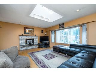 Photo 3: 9159 APPLEHILL Crescent in Surrey: Queen Mary Park Surrey House for sale : MLS®# R2407744