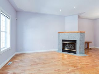 Photo 4: 526 GARRISON Square SW in Calgary: Garrison Woods Row/Townhouse for sale : MLS®# C4292186