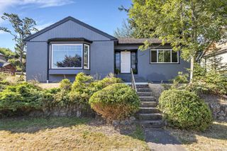 Main Photo: 1117 Finlayson St in : Vi Mayfair Single Family Detached for sale (Victoria)  : MLS®# 852398