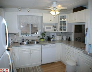 "Photo 2: 24 9080 198TH Street in Langley: Walnut Grove Manufactured Home for sale in ""FOREST GREEN ESTATES"" : MLS®# F1003077"