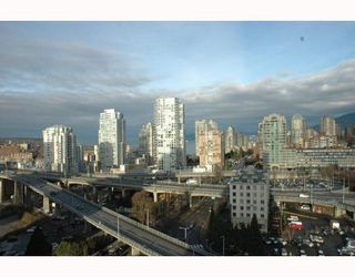 """Photo 2: 1607 501 PACIFIC Street in Vancouver: Downtown VW Condo for sale in """"THE 501"""" (Vancouver West)  : MLS®# V812585"""