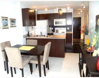 "Photo 1: 2008 938 SMITHE Street in Vancouver: Downtown VW Condo for sale in ""Electric Avenue"" (Vancouver West)  : MLS®# V769665"