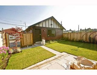 "Photo 9: 482 E 17TH Avenue in Vancouver: Fraser VE House for sale in ""MAIN STREET"" (Vancouver East)  : MLS®# V772640"